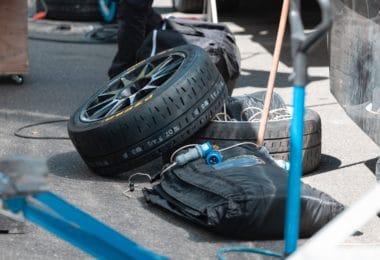 Comment gonfler un pneu de voiture?