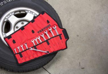 Comment réparer un pneu de voiture crevé?
